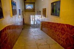 QUITO EKWADOR, LISTOPAD, - 23, 2016: Salowy widok stary opustoszały niewygładzony budynek w starym więźniarskim Karnym Garcia Mor Obrazy Royalty Free