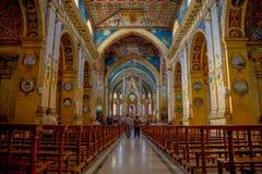 QUITO EKWADOR, LISTOPAD, - 23, 2016: Wnętrze kościół Santo Domingo z krzesłami, duchowi wizerunki Zdjęcia Royalty Free