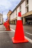 QUITO, EKWADOR LISTOPAD, 28, 2017: Zakończenie pomarańcze up konusuje w dziejowym centrum stary grodzki Quito w północnym, Zdjęcia Stock