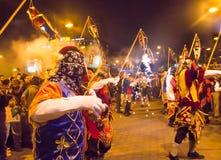 Quito Ekwador, Luty, - 02, 2016: Niezidentyfikowani ludzie tanczy w ulicach z customs Zdjęcia Royalty Free