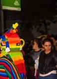 Quito Ekwador, Luty, - 02, 2016: Niezidentyfikowany mężczyzna ubierał up uczestniczyć w Diablada z kolorową maską, Obraz Royalty Free