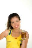 QUITO EKWADOR, MAJ, - 06, 2017: Piękna młoda ecuadorian dziewczyna jest ubranym oficjalnego Maratońskiego futbolowego koszulowego Zdjęcia Stock