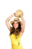 QUITO EKWADOR, MAJ, - 06, 2017: Piękna młoda ecuadorian dziewczyna jest ubranym oficjalnego Maratońskiego futbolowego koszulowego Obrazy Royalty Free