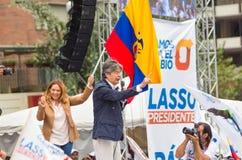 Quito Ekwador, Marzec, - 26, 2017: Guillermo lasso, kandyday na prezydenta CREO SUMA sojusz z jego żoną podczas Obraz Royalty Free