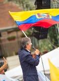Quito Ekwador, Marzec, - 26, 2017: Guillermo lasso, kandyday na prezydenta trzyma Ekwadorskiego CREO SUMA sojusz Fotografia Royalty Free