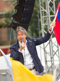 Quito Ekwador, Marzec, - 26, 2017: Guillermo lasso, kandyday na prezydenta trzyma Ekwadorskiego CREO SUMA sojusz Fotografia Stock