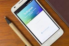 QUITO, EQUADOR - 3 DE AGOSTO DE 2015: Smartphone branco Fotografia de Stock