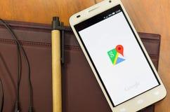 QUITO, EQUADOR - 3 DE AGOSTO DE 2015: Smartphone branco Imagens de Stock Royalty Free