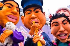 Quito, Equador - 31 de dezembro de 2016: Monigotes tradicionais ou manequins enchidos que representam figuras políticas, anime ou Foto de Stock Royalty Free