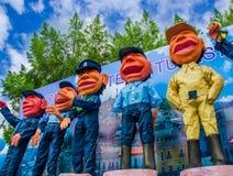 Quito, Equador - 31 de janeiro de 2018: Vista exterior de muitos fantoches da polícia metropolitana de Quito, durante uma parada  Fotografia de Stock Royalty Free