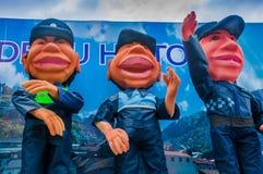 Quito, Equador - 31 de janeiro de 2018: Vista exterior de um caminhão com muitos fantoches da polícia metropolitana de Quito, dur Imagens de Stock