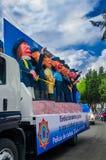 Quito, Equador - 31 de janeiro de 2018: Vista exterior de um caminhão completamente dos fantoches da polícia metropolitana de Qui Foto de Stock Royalty Free