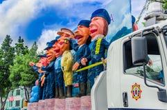 Quito, Equador - 31 de janeiro de 2018: Vista exterior de um caminhão completamente dos fantoches da polícia metropolitana de Qui Imagens de Stock Royalty Free