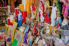 QUITO, EQUADOR - 23 DE NOVEMBRO DE 2016: Figuras religiosas quadro na cidade de Quito Imagens de Stock