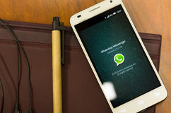 QUITO, EQUATEUR - 3 AOÛT 2015 : Smartphone blanc Image stock