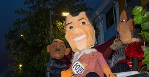 Quito, Equateur - 31 décembre 2016 : Les monigotes traditionnels ou les simulacres bourrés représentant des personnages politique Image libre de droits