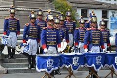 QUITO, EQUATEUR - 28 JANVIER 2016 : Gardes non identifiées pendant le changement du tour du palais présidentiel du Photo stock