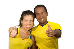 QUITO, EQUATEUR - 6 MAI 2017 : Jeunes couples d'ecuadorian portant l'appareil-photo debout de revêtement de marathon de chemise o Image stock