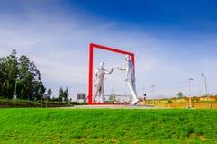 Quito, Equateur - 23 novembre 2017 : Belle vue extérieure d'un esculpture gris moderne d'art dans le sucre de Mariscal Photos stock