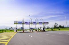 Quito, Equateur - 23 novembre 2017 : Vue extérieure de péage au pénétrer dans de l'aéroport international de sucre de Mariscal du Photo libre de droits