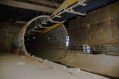 Quito, Pichincha Ecuador - 27 agosto 2017: Vista dell'interno del tunnel della costruzione della metropolitana situata dentro del Immagine Stock