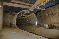 Quito, Pichincha Ecuador - 27 agosto 2017: Vista dell'interno del tunnel della costruzione della metropolitana situata dentro del Fotografie Stock Libere da Diritti