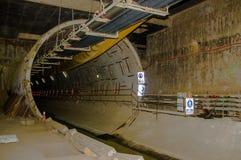 Quito, Pichincha Ecuador - 27 agosto 2017: Vista dell'interno del tunnel della costruzione della metropolitana situata dentro del Immagini Stock