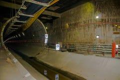 Quito, Pichincha Ecuador - 27 agosto 2017: Vista dell'interno del tunnel della costruzione della metropolitana situata dentro del Immagine Stock Libera da Diritti