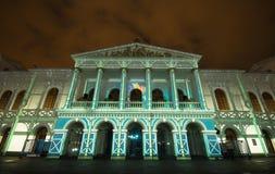 Quito Pichincha Ecuador - Augusti 9 2017: Anblicken av ljus som projekteras på fasaden av Teatroen Sucre, är en händelse Arkivbild