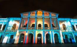 Quito, Pichincha Equador - 9 de agosto de 2017: O espetáculo das luzes projetadas na fachada do sucre de Teatro, é um evento Fotografia de Stock