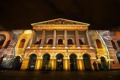 Quito, Pichincha Equador - 9 de agosto de 2017: O espetáculo das luzes projetadas na fachada do sucre de Teatro, é um evento Imagens de Stock