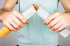 Quittez l'image contre le tabac rendue par Smoking photos libres de droits