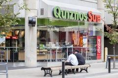 Quiznos潜水艇餐馆在多伦多,加拿大 库存照片