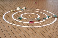 Quoits tradizionali sulla piattaforma della nave. Fotografie Stock