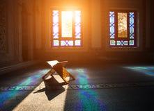 Quran στο μουσουλμανικό τέμενος στοκ εικόνες