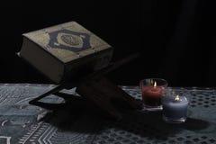 Quran door kaarslicht Royalty-vrije Stock Foto