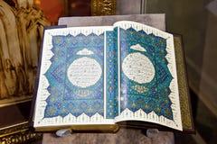 Quran. Forntida handskriven bok Arkivfoton
