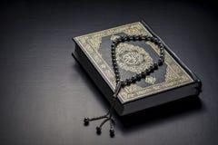 Quran Heilige Boek en Parels Stock Foto