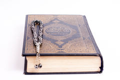 Quran mit tasbeeh Lizenzfreie Stockbilder