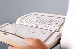 Quran santamente fotos de stock