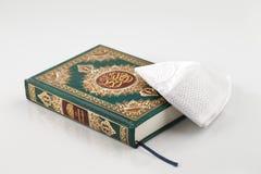 Quranen som betyder formligen recitationen, är den centrala religiösa texten av islam arkivfoton