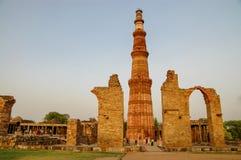 Qutb Minar i New Delhi, Indien Arkivfoton