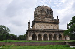 Qutb Shahi Tombs i Hyderabad royaltyfria foton