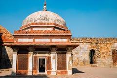 Qutub Minar古老废墟在德里,印度 免版税库存图片