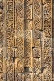 Qutub Minar复合体,德里,印度被雕刻的墙壁  库存图片