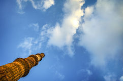 Qutub Minar新德里印度接触天空 免版税图库摄影