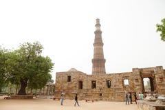 Qutub Minar är den mest högväxta tegelstenen som är minar i världen Arkivbilder
