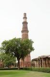 Qutub Minar är den mest högväxta tegelstenen som är minar i världen Arkivbild