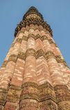 Qutub Minar in center Royalty Free Stock Photography