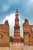 Qutub Minar de Nova Deli Imagens de Stock